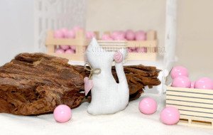 Gatto piccolo in tessuto con rosellina e cuore rosa - Collezione Shabby - €4.500