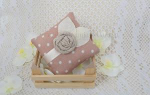 Cuscino a pois con nastro in raso e rosellina ecrù - Collezione Shabby - €6,00